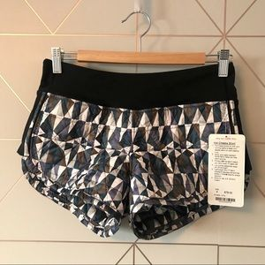 NWT Lululemon Hot Cheeks Shorts Stained Glass 4
